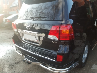 Toyota Land Cruiser 200 (3)